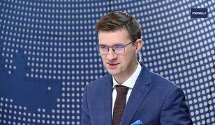"""PO obwołuje się gwarantem utrzymania 500+. """"Kabaret"""" - komentuje wiceminister"""