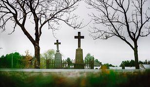 Dwa krzyże - katolicki i prawosławny - w gminie Zabłudów
