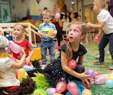 Coraz częściej dzieci dają sobie nawzajem pieniądze zamiast prezentów