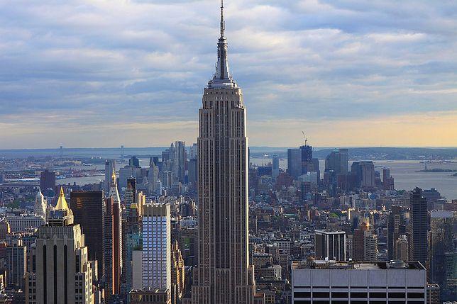 Wieżowiec Empire State Building znajduje się na nowojorskim Manhattanie
