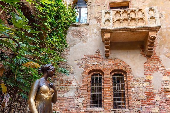 Balkon i posąg Julii w Weronie
