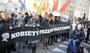 Uczestnicy Marszu Niepodległości zaatakowali kobiety, które protestowały na trasie