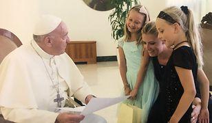 Magdalena Wolińska-Riedi z córkami u papieża
