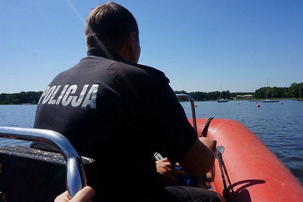 Policja wodna w Rybniku uratowała czteroosobową załogę