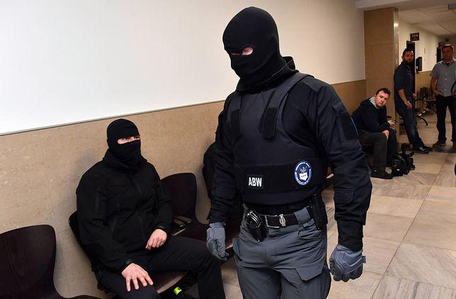 """Członkowie """"gangu fiskusa"""" liczyli na 2 mln zł, ale udało im się wyłudzić """"jedynie"""" ok. 700 tys. zł."""