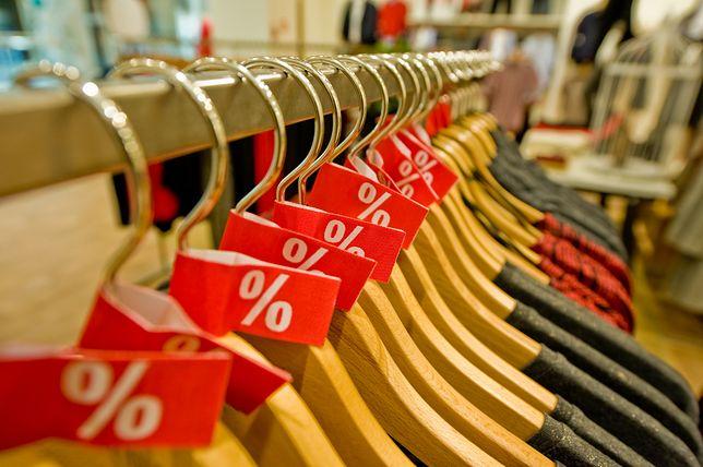 Wyprzedaże w sklepach wystartują dopiero w czwartek, ale już w środę w sieci można znaleźć prawdziwe hity.