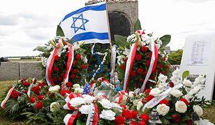 Pomniku ku czci pomordowanych Żydów w Jedwabnem.