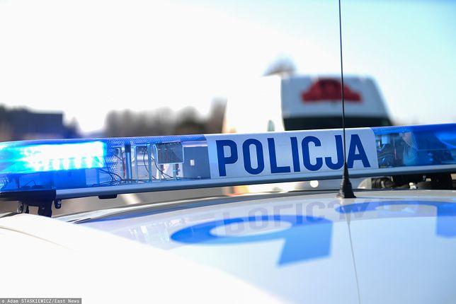 Warszawa. Mężczyzna wypadł z okna mieszkania na czwartym piętrze