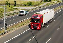 Pijany kierowca ciężarówki zasnął na środku autostrady A4