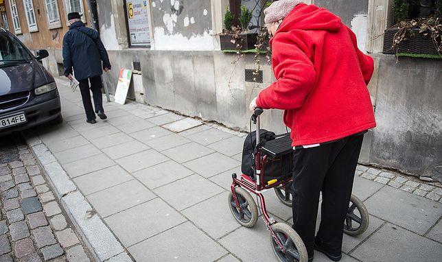 Sytuacja materialna polskich emerytów jest coraz gorsza