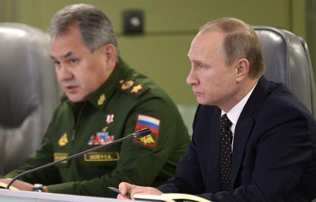 Władimir Putin z szefem MON Siergiejem Szojgu