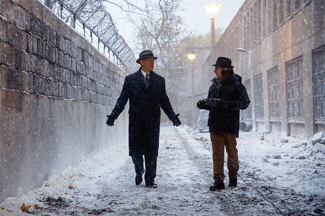 """Tom Hanks i Steven Spielberg na planie """"Mostu szpiegów"""""""
