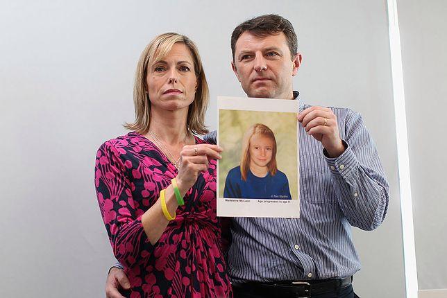 """Rodzice Madeleine ze zdjęciem córki """"postarzonej"""" komputerowo. Tak mogłaby wyglądać jako 9-latka"""