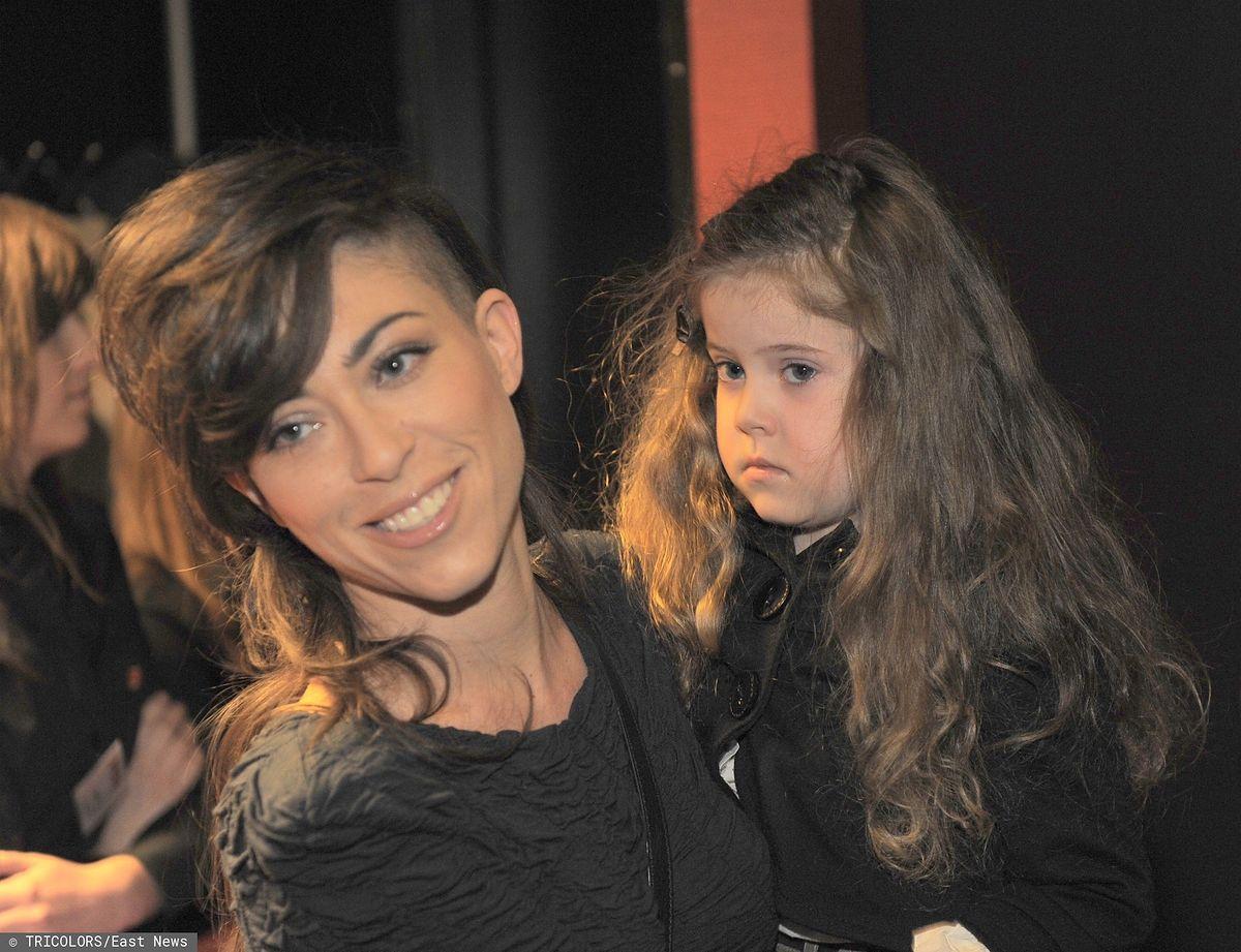 Pięcioletnia Ania Dąbrówka na zdjęciu z mamą w 2010 roku