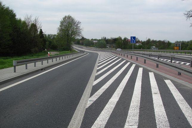 Długość DK94 to około 675 km, co czyni ją jedną z największych dróg krajowych w Polsce