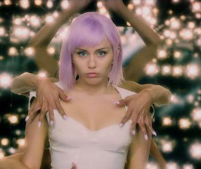 """W serialu """"Czarne lustro"""" Miley Cyrus zagrała gwiazdę popu Ashley O"""