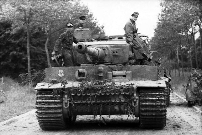 Niemiecki Tygrys we Francji, czerwiec 1944 r.