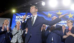 Władysław Kosiniak-Kamysz podczas wieczoru wyborczego Koalicji Europejskiej. W tydzień po przegranej ogłosił: PSL opuszcza KE.