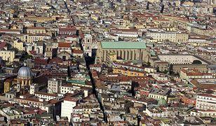 Z lotniska do centrum Neapolu dostaniemy się autobusem, taksówką lub autem z wypożyczalni