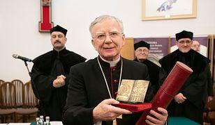 Metropolita krakowski abp Marek Jędraszewski odebrał nagrodę od Stowarzyszenia Absolwentów KUL