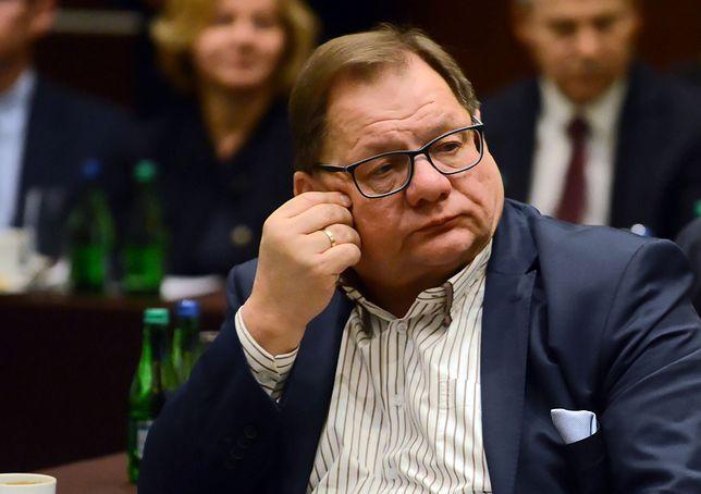 Ryszard Kalisz prowadzi własną kancelarię prawną