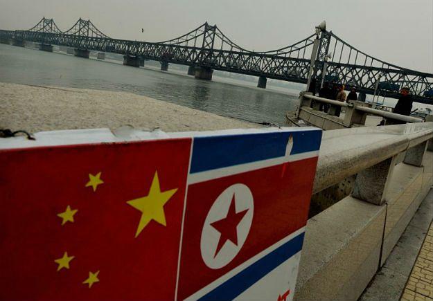 Przejście graniczne na rzece pomiędzy Koreą Północną i Chinami