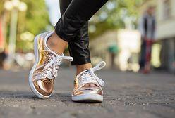 Noś złoto i srebro na stopach – sprawdź pięć ciekawych par butów