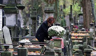 Choć rozsypywanie prochów jest w Polsce zabronione, to już kilka lat temu na niektórych cmentarzach w kraju odbywały się takie pochówki.
