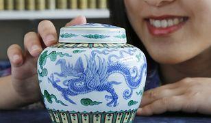 Ceramika z okresu dynastii Song jest wysoko ceniona przez znawców dla jej subtelnej prostoty i szkliwa.