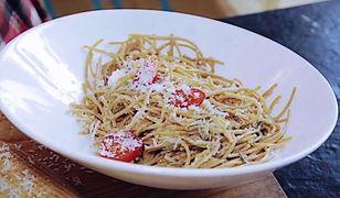 Makaron z sosem szałwiowym i pomidorkami cherry
