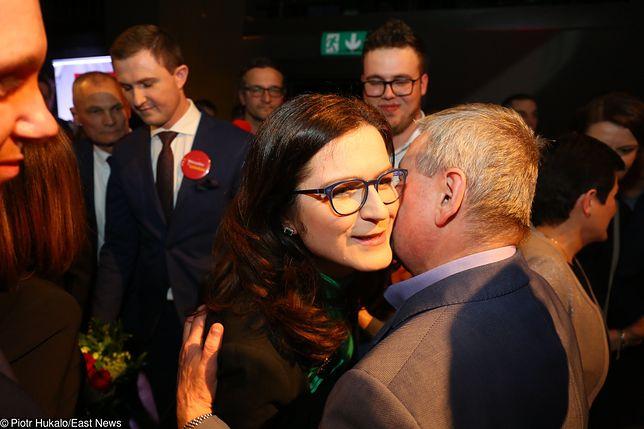Dulkiewicz wygrała miażdżącą przewagą głosów.