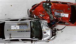 Jak niebezpieczne są stare samochody?
