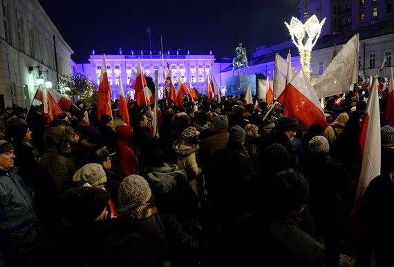 Protest przed Pałacem Prezydenckim. Tym razem Gazety Polskiej