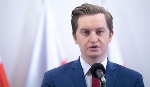 Radny PiS Sebastian Kaleta złożył w czwartek zawiadomienie do prokuratury ws. afery autobusowej