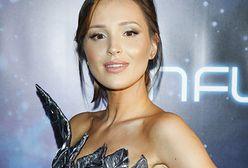 Marina Łuczenko-Szczęsna pozuje w sukience z sieciówki. Ma ważny przekaz dla fanów