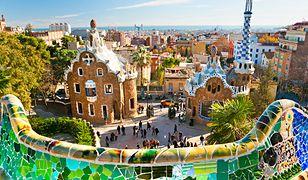 Bajecznie kolorowe mozaiki to jeden z charakterystycznych elementów architektury w Barcelonie