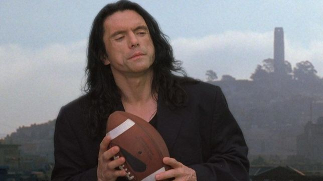 "Tommy Wiseau w ""The Room"" (2003)"