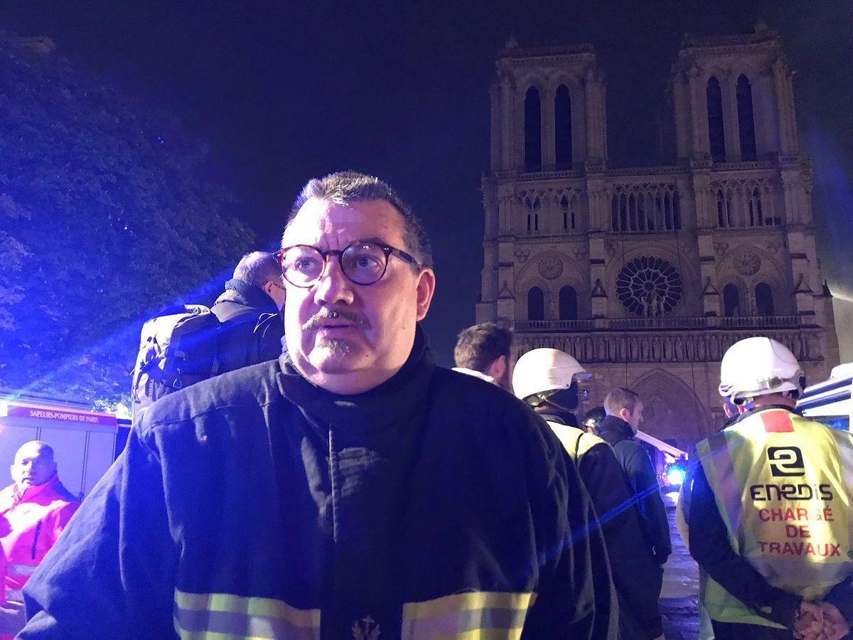 Katedra Notre Dame. To on wyniósł koronę cierniową w czasie pożaru