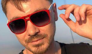 Daniel Martyniuk odpręża się po rozwodzie. Pokazał, co ogląda w skromnym mieszkaniu