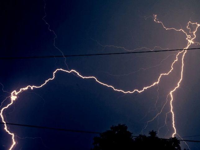 Jak należy zachować się podczas burzy?