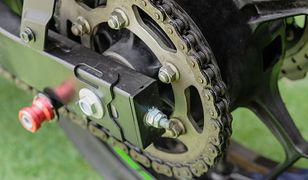 Łańcuch motocyklowy należy smarować regularnie.