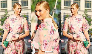LOOK OF THE DAY: Karlie Kloss w kwiatowej sukience od Caroliny Herrery