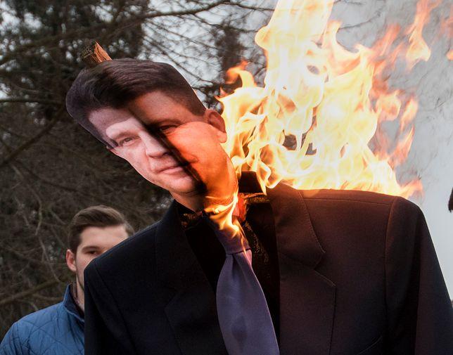 """Wszechpolacy z Białegostoku spalili kukłę Petru. """"Oczekuję reakcji"""""""