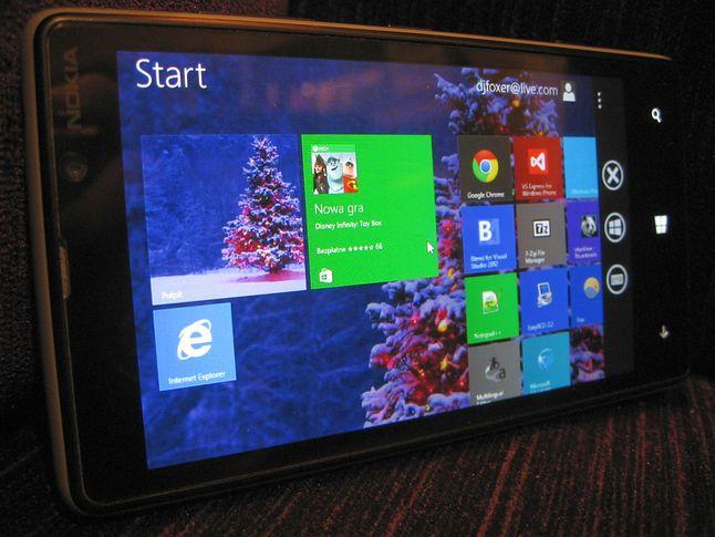 Windows Phone 8, Nokia Lumia 820