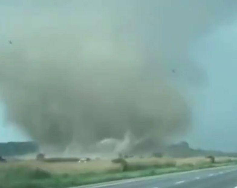Tornado grozy w Kanadzie. Niszczy wszystko na swojej drodze