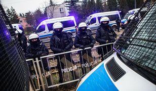 Według mediów, domu Jarosława Kaczyńskiego pilnuje ok. 40 policjantów