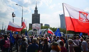 """""""Marsz Wolności"""" przeszedł przez Warszawę. Duże rozbieżności w szacowaniu liczby uczestników"""