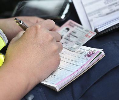 Wykrywacz kłamstw i prywatne dochodzenie – zastraszani policjanci ujawniają kolejne nieprawidłowości