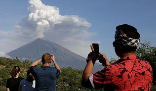 Wulkan Agung jest atrakcją dla turystów na Bali, dopóki nie zakłóci lotów