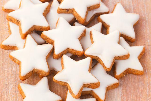 Lukier w cukiernictwie wykorzystuje się głównie do dekoracji drożdżówek, ciast i deserów. Przepisy na lukier, przepis na lukier królewski